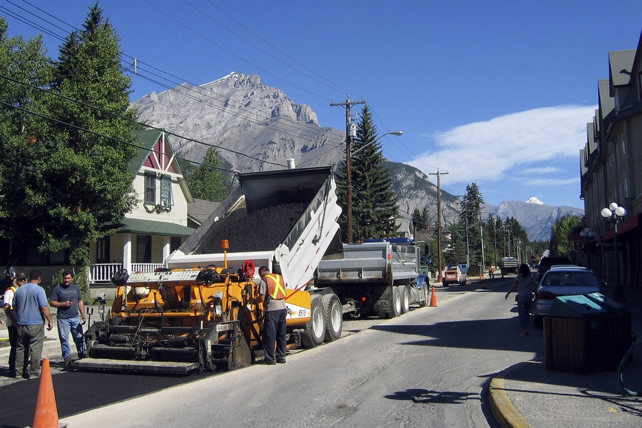 Photo of paving crew in Banff, AB